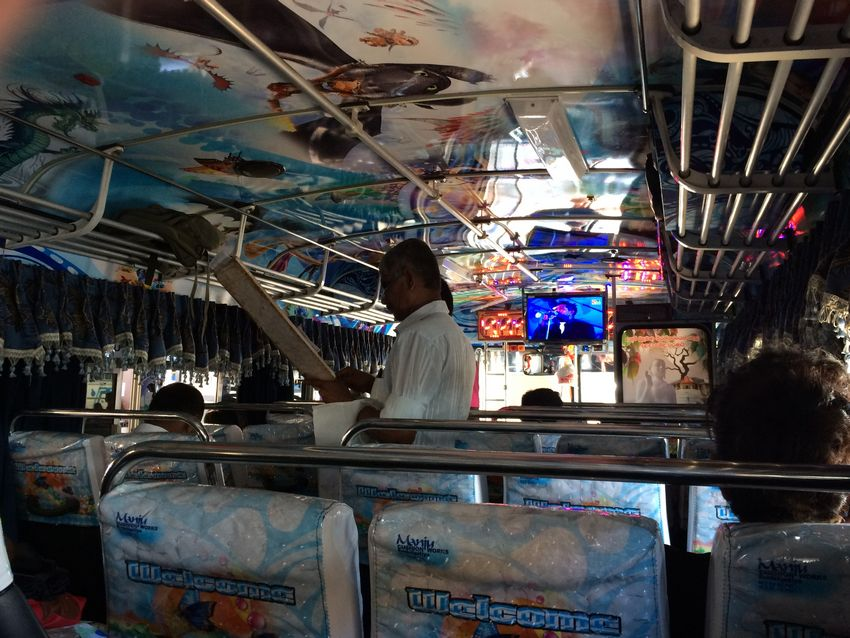 2015-04-24-Sri-Lanka-Bus-01